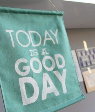 diy good day sign thumbnail