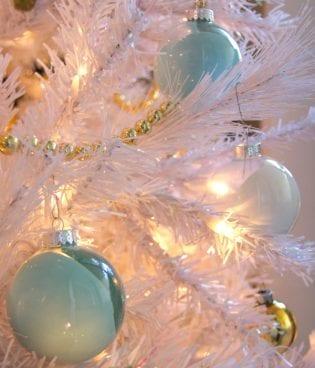 Make and Give // DIY Paint Swirl Ornaments thumbnail