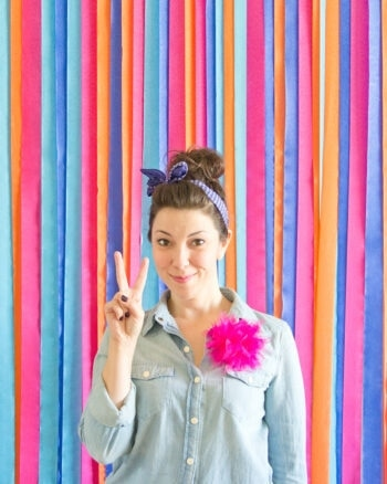 How to make a photo booth backdrop out of streamers