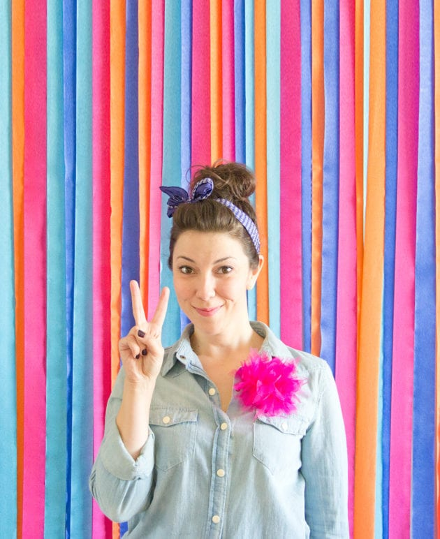How to Make a Photo Backdrop Out of Streamers thumbnail