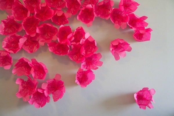 DIY Flower Photobooth Backdrop