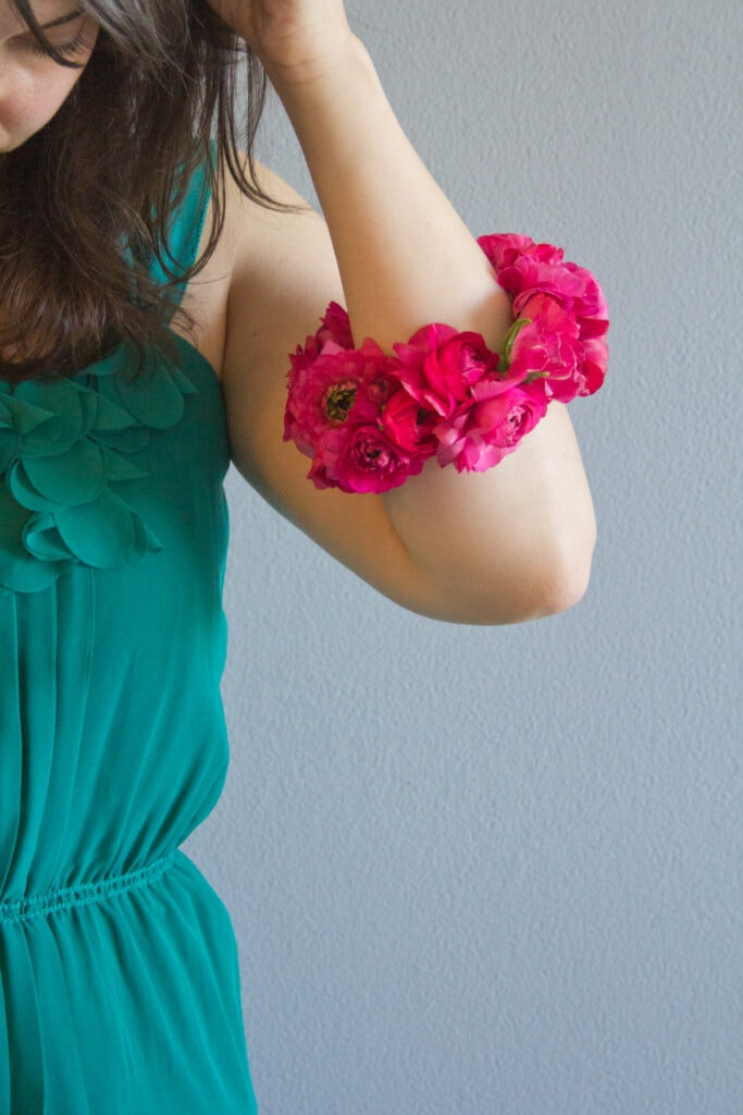Make a floral bracelet for Mother's Day