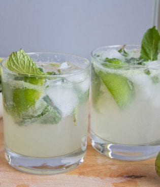 Bottoms Up // Mojitos with Homemade Simple Syrup thumbnail
