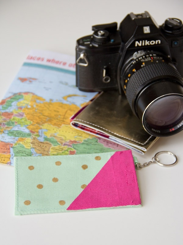 DIY-Polka-Dot-Luggage-Tag11