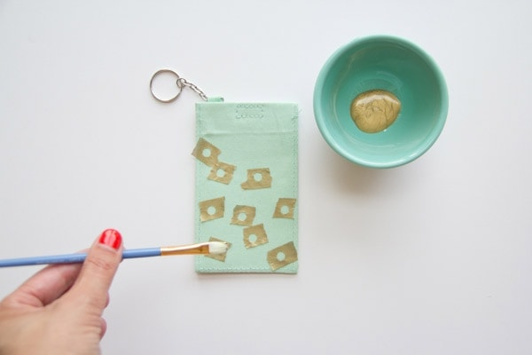 DIY-Polka-Dot-Luggage-Tag3