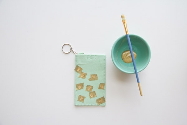 DIY-Polka-Dot-Luggage-Tag4