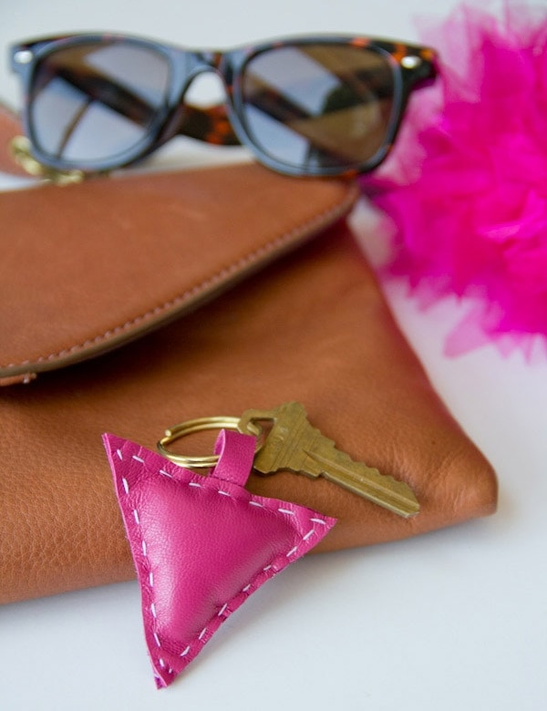 DIY-leather-shape-keychain12