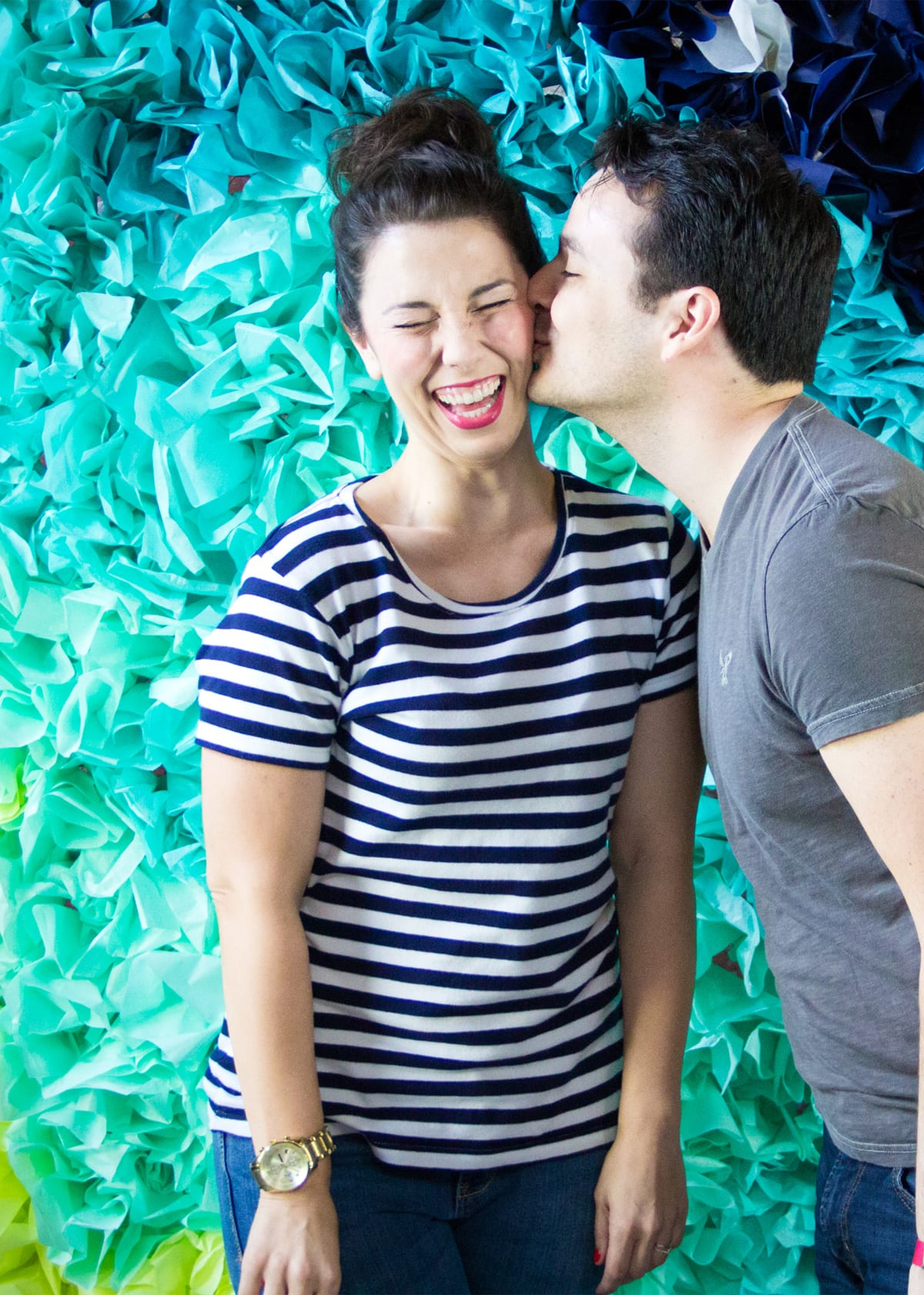 How to Make a Tissue Paper Photo Backdrop for Parties