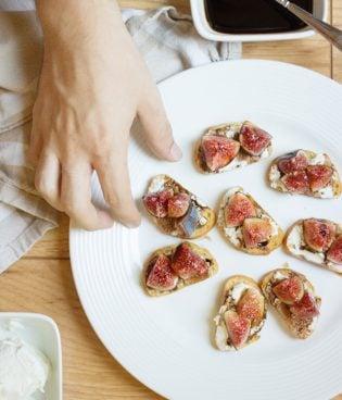 Balsamic Fig & Goat Cheese Crostini thumbnail