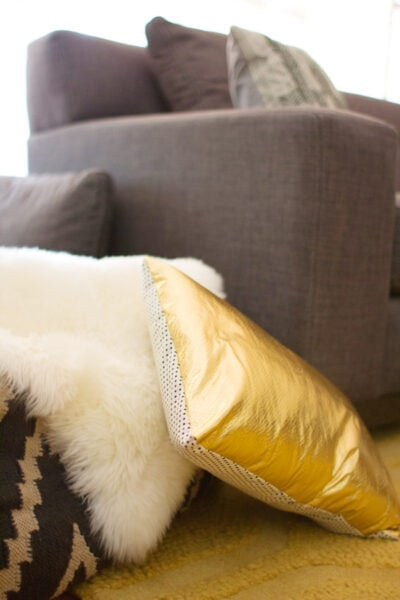 DIY Easy No-Zipper Pillow