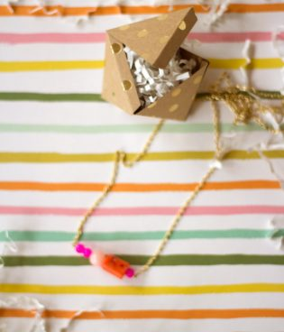 DIY Bead Pendant Necklace + Printable Gift Box thumbnail