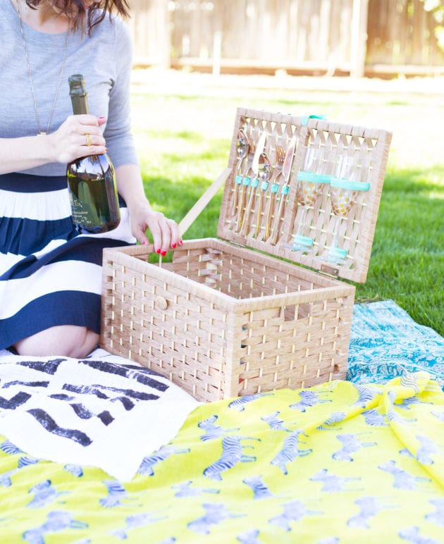 How to Make a Picnic Basket thumbnail