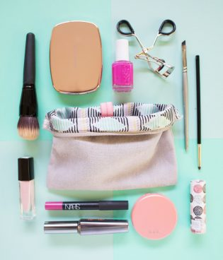 Five Minute DIY // Organize Your Makeup Bag thumbnail