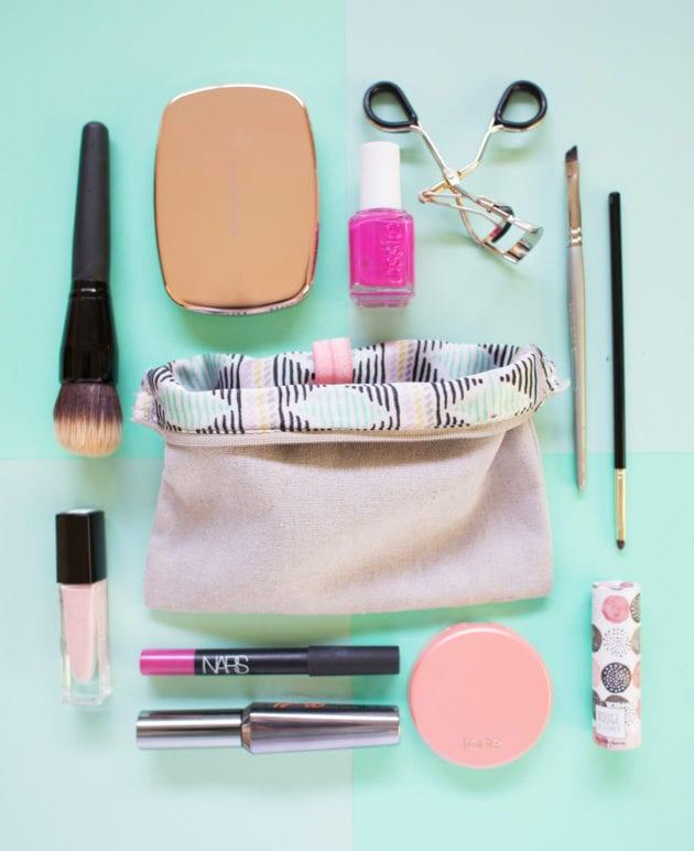Five Minute DIY // Organize Your Makeup Bag thumbnail