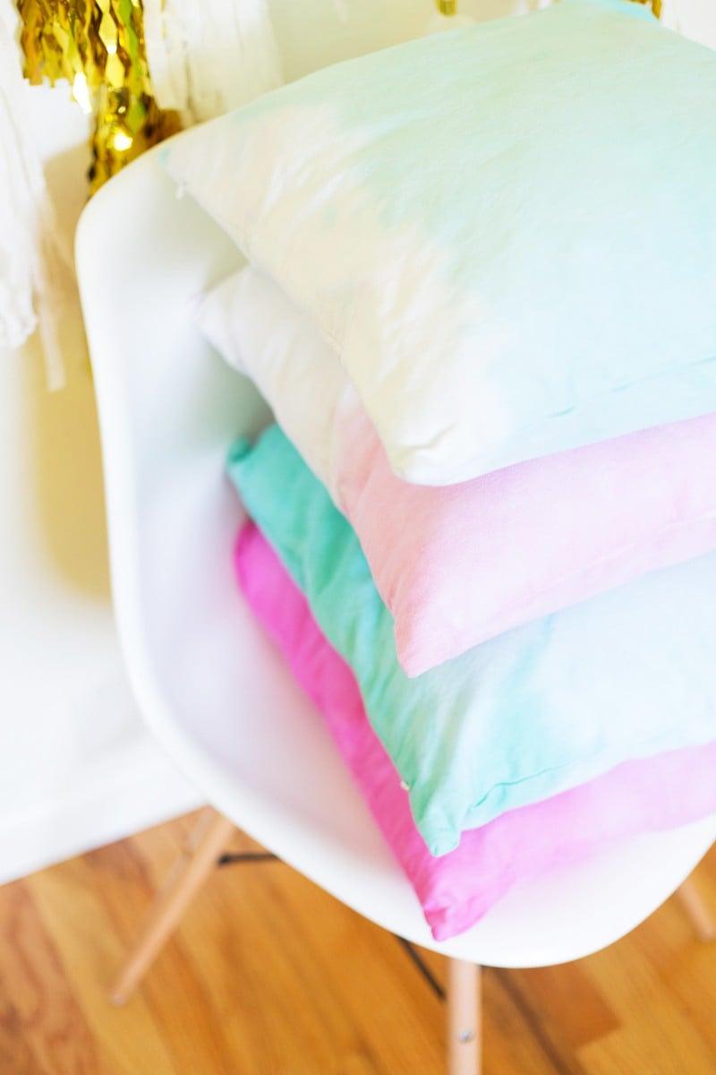 DIY Dip Dye Ombre Throw Pillows