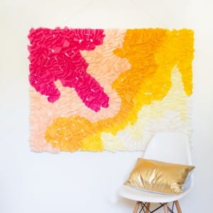diy-ruffled-crepe-paper-movable-photo-backdrop1