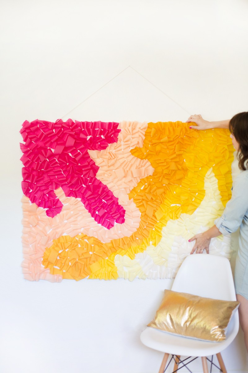 diy-ruffled-crepe-paper-movable-photo-backdrop2