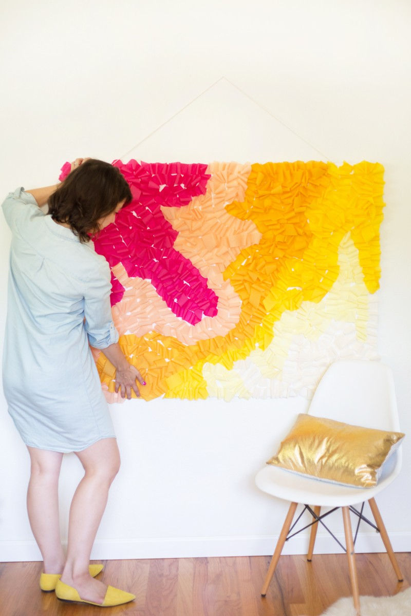 diy-ruffled-crepe-paper-movable-photo-backdrop3