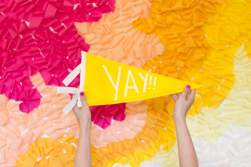 diy-ruffled-crepe-paper-movable-photo-backdrop5