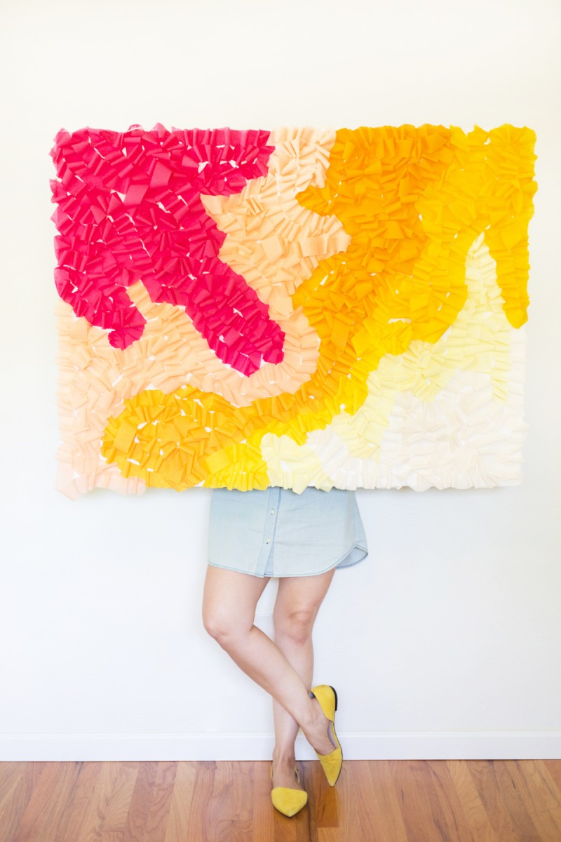 diy-ruffled-crepe-paper-movable-photo-backdrop6