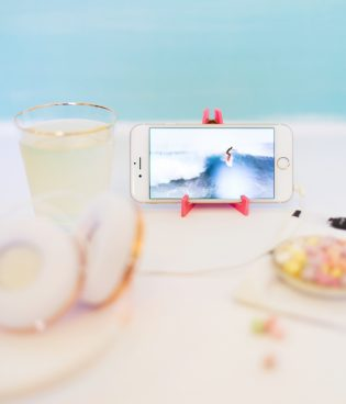 DIY Acrylic Travel Phone Stand thumbnail