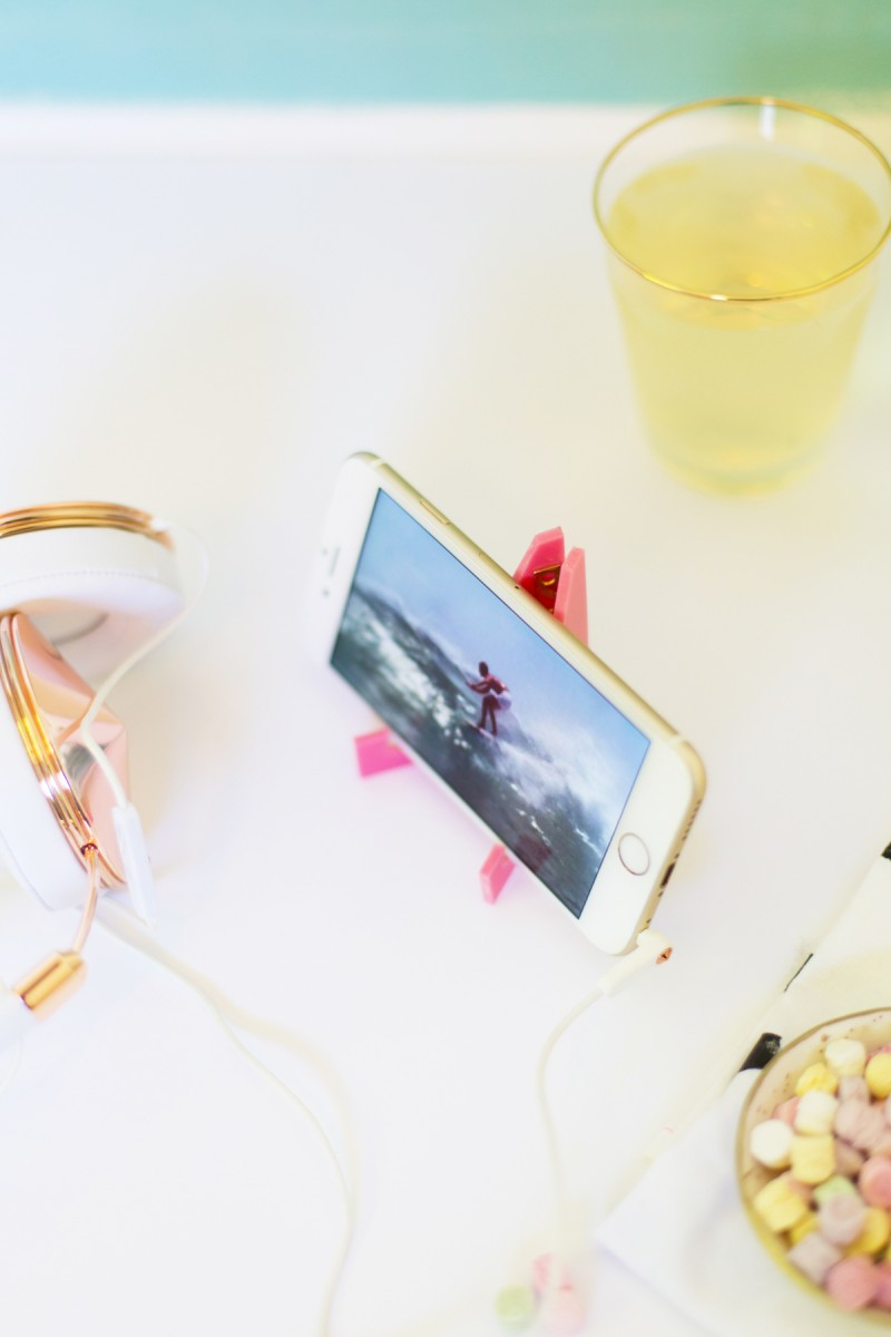 diy-acrylic-travel-phone-stand-5
