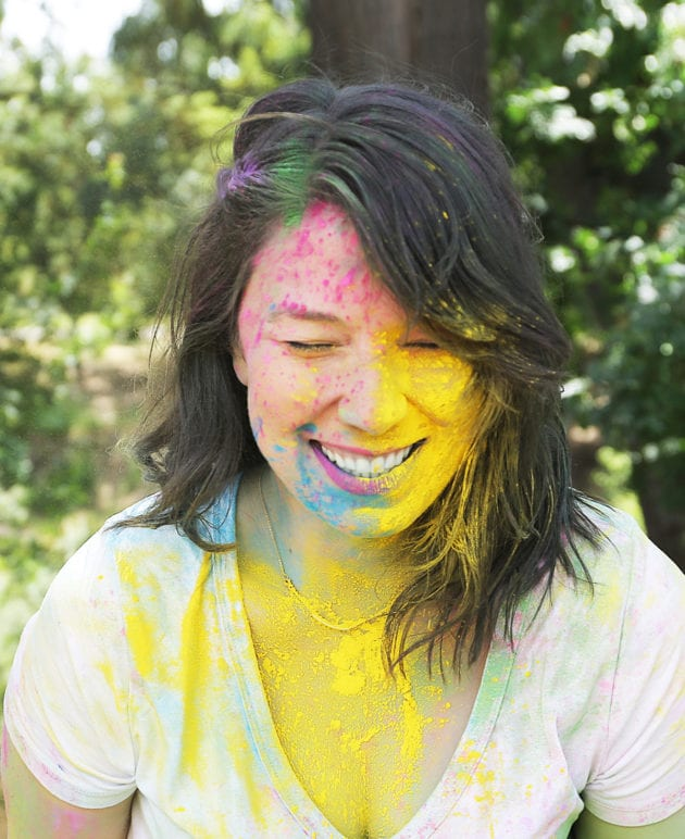 How to Make Color Fight Powder for a Baby Gender Reveal thumbnail