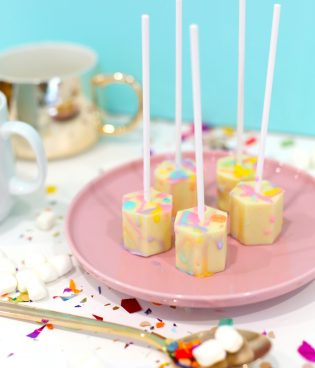 DIY Color-Splattered White Hot Chocolate on a Stick