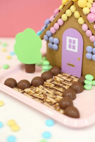 How to make an Easter bunny gingerbread house