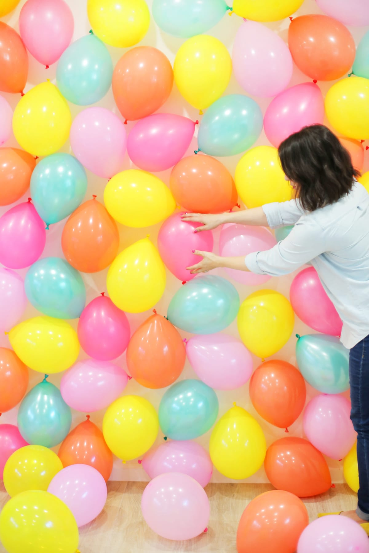 DIY Balloon Photo Backdrop | Lovely Indeed