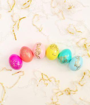 DIY Gold Geometric Easter Eggs thumbnail