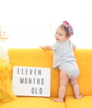7 Tips for Taking Great Monthly Photos of Your Baby thumbnail
