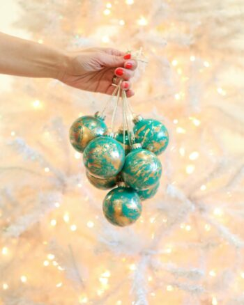 How to make gold marbled Christmas ornaments
