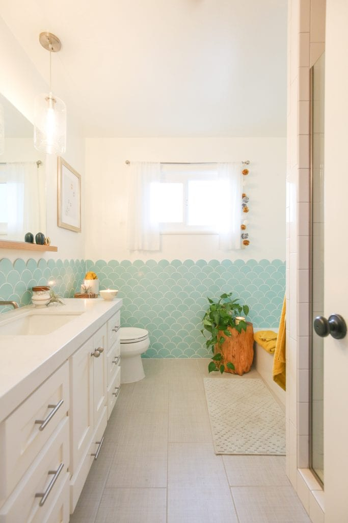 clean guest bathroom
