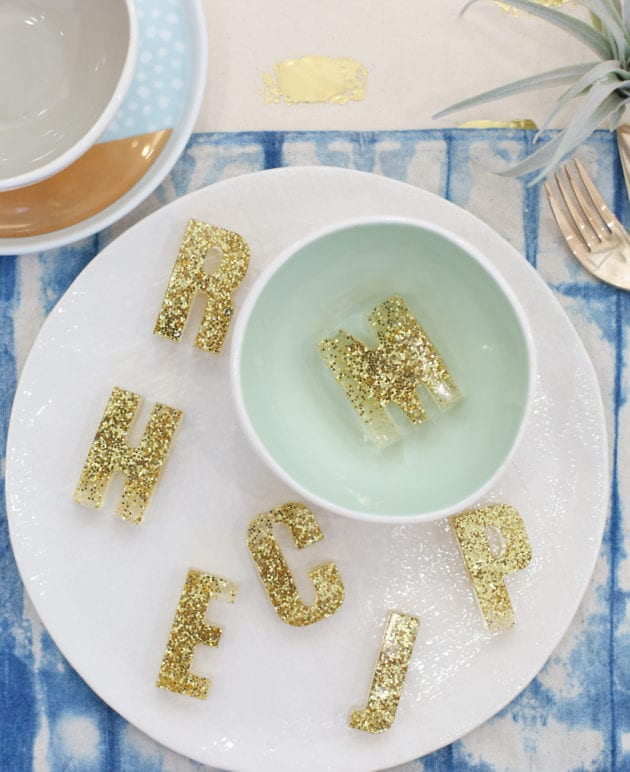 How to Make Thanksgiving Placecards Using Resin Letters