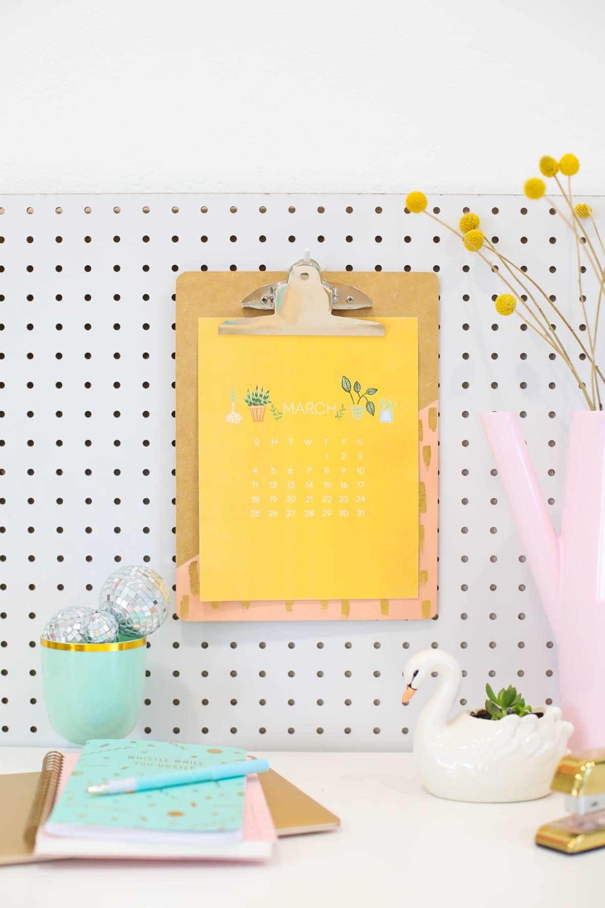 Free Printable Calendar 2018 Roundup - thecraftpatchblog.com