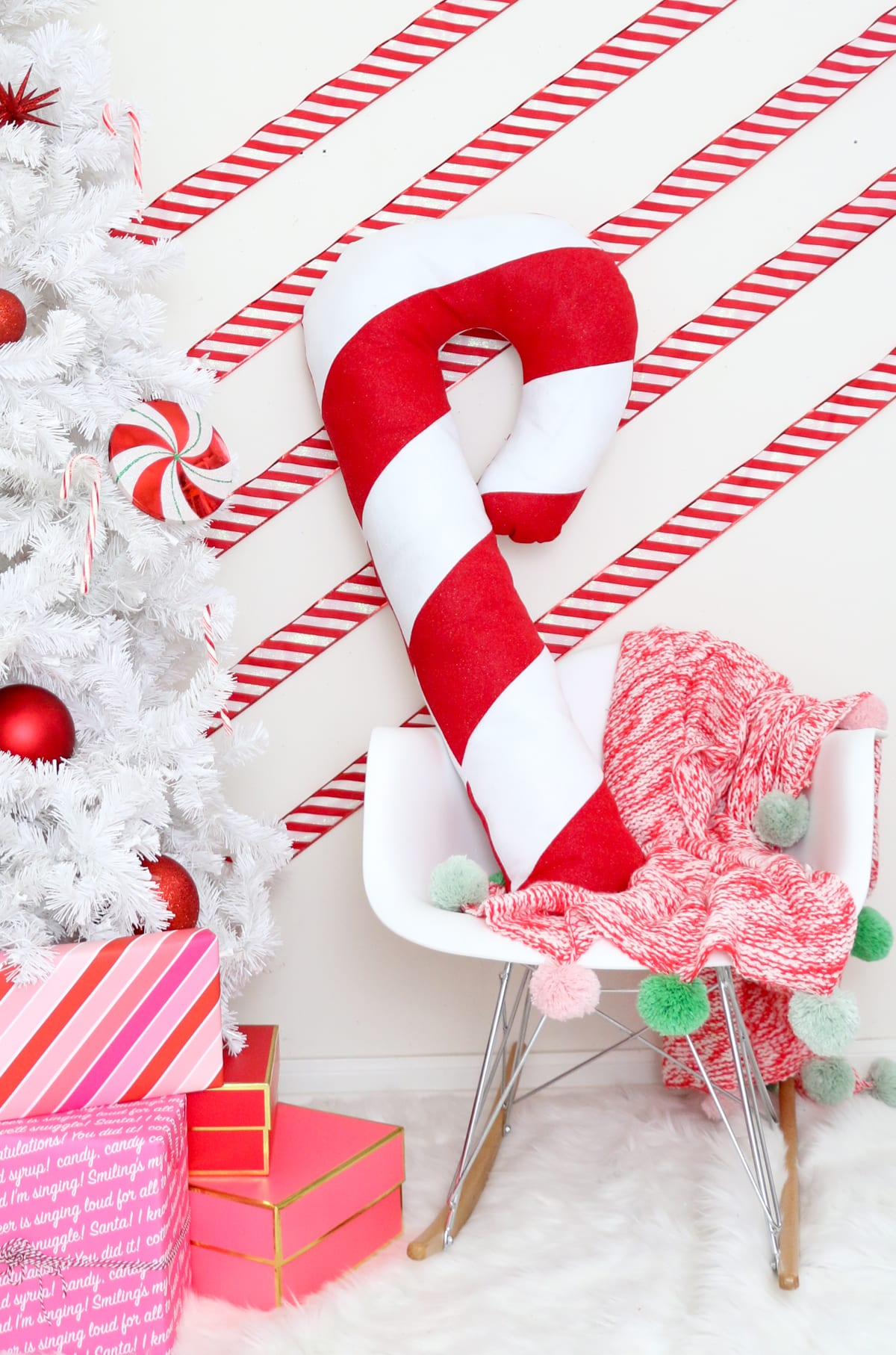 diy large candy cane pillow - Giant Candy Decorations Christmas