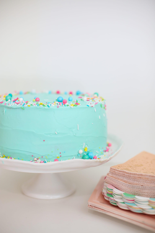 Make a sprinkle cake with a pompom cake topper