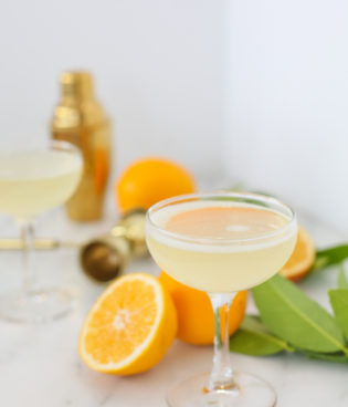 How to Make a Bee's Knees Cocktail thumbnail