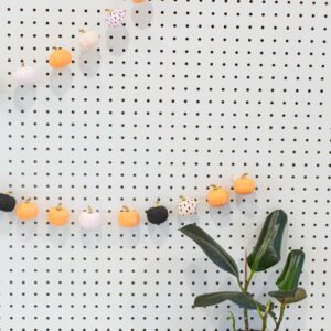 DIY Mini Pumpkin Garland Decoration for Fall thumbnail