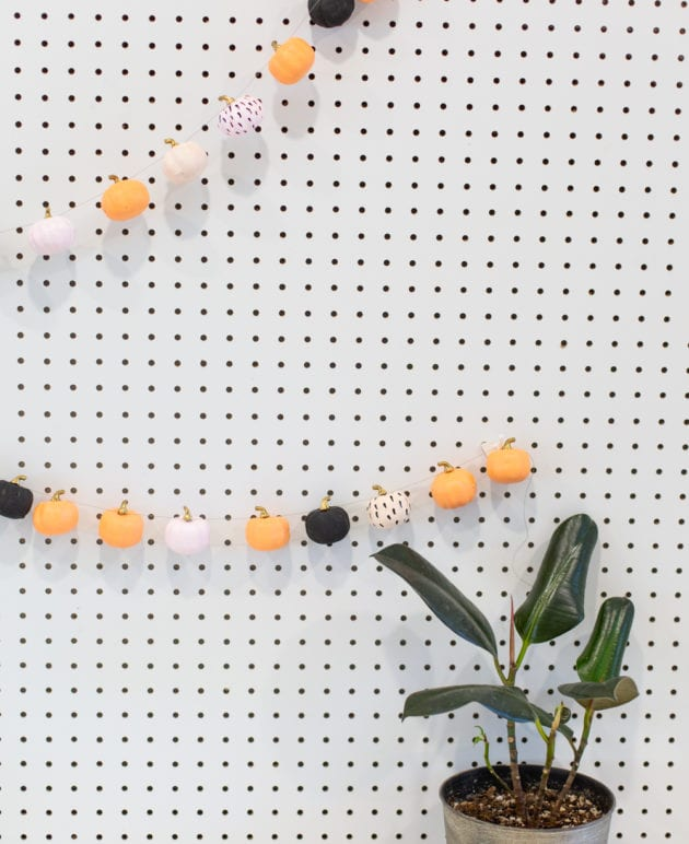 DIY Mini Pumpkin Garland Decoration for Fall