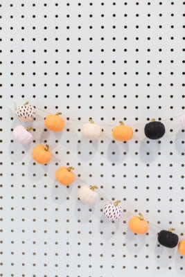 diy mini pumpkin garland decoration for fall