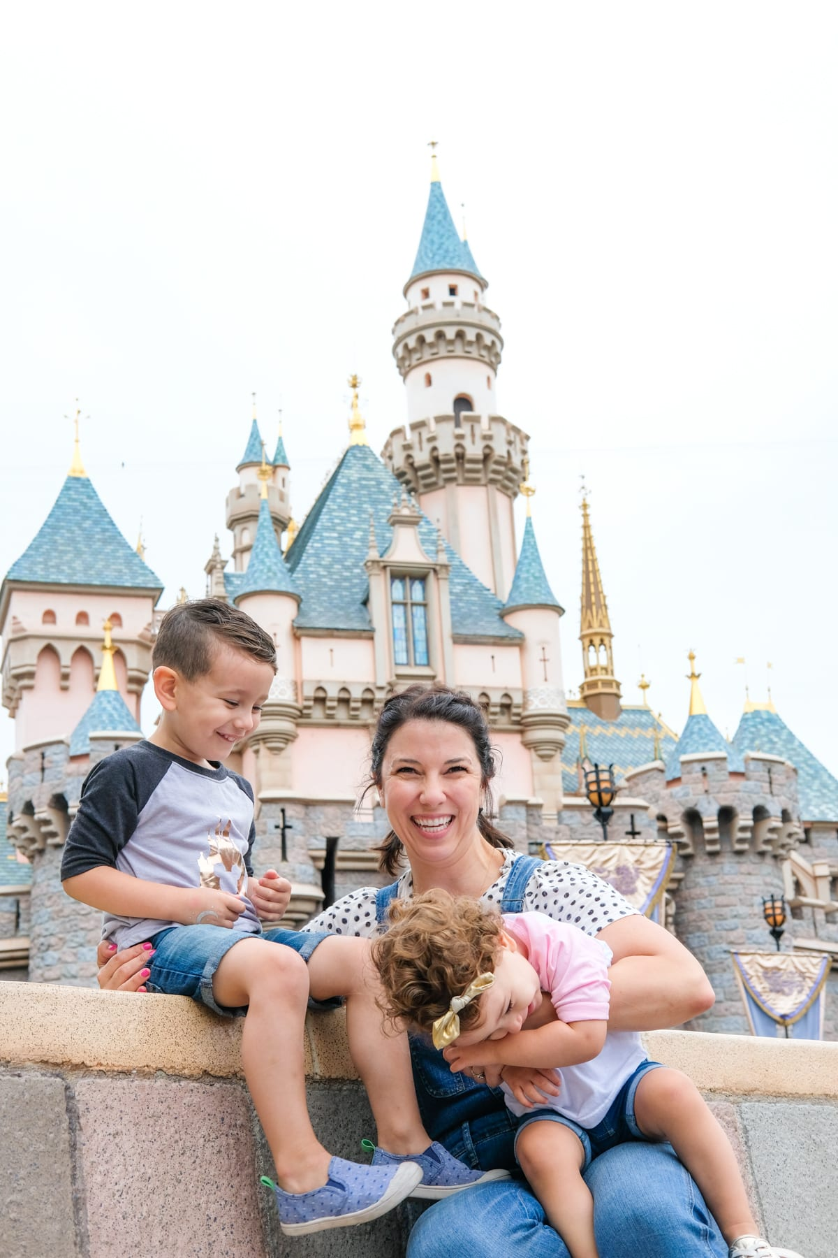How to take awesome Disneyland family photos