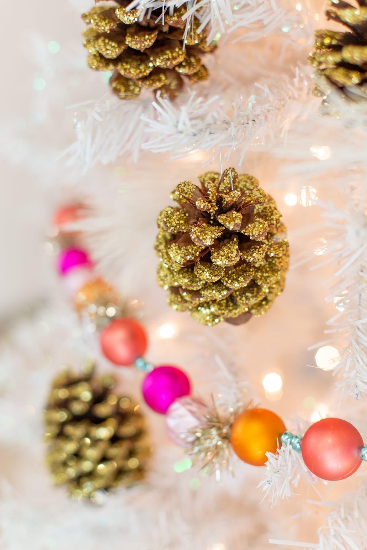 DIY glitter pinecones