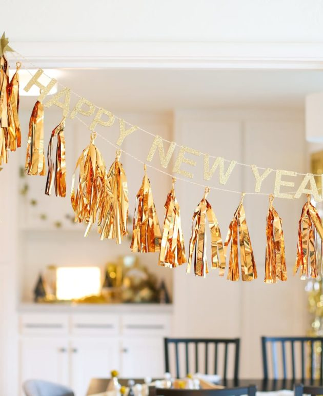 Easy Ideas and Decorations for a Family New Year's Eve Party thumbnail