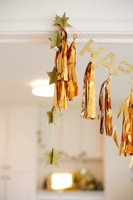 How to make an easy gold banner for New Year's Eve decorations