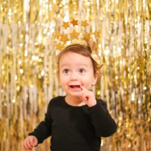 Make a Sparkly New Year's Eve Backdrop in Five Minutes thumbnail