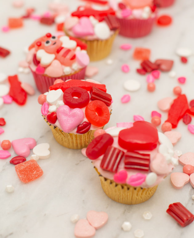 Make Candy Cupcakes for a Valentine's Day Party thumbnail