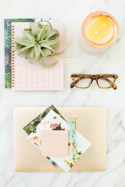 Blogging tools laying on a marble countertop