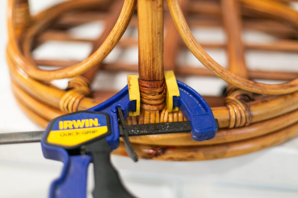 Reparieren gebrochenen Rattans